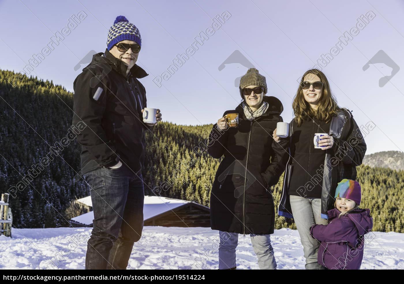freunde, genießen, kaffee, auf, dem, schneebedeckten - 19514224