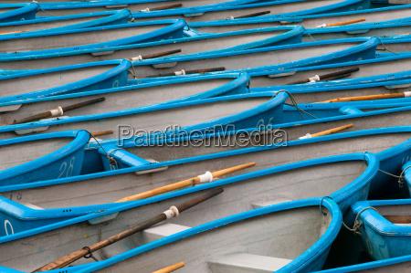 blue row boats japan