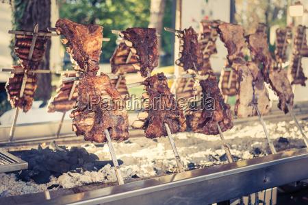 traditionelle argentinische asado gebratenes lamm fleisch