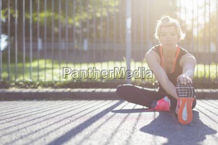 frau gesundheit sport weiblich sonnenlicht fuss