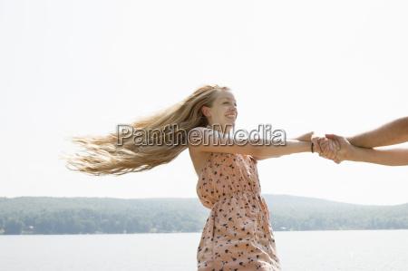 junges, paar, hält, hände, frau, mit, langen - 19533596