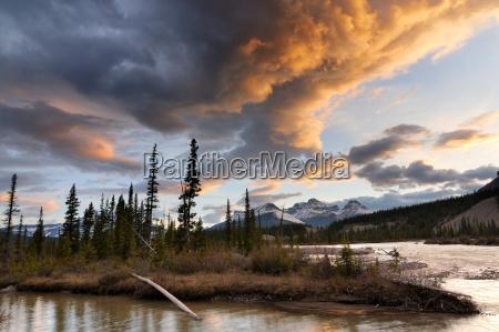 north saskatchewan river mount erasmus banff