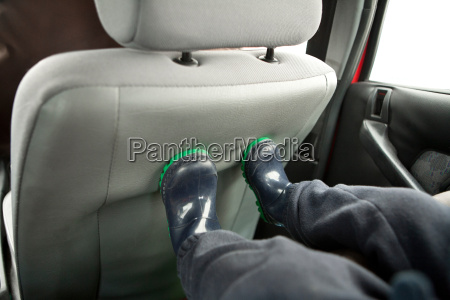 childs feet on back of car
