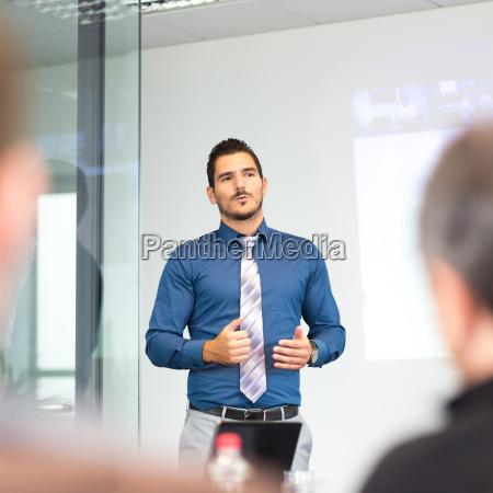 geschaeftskonzept und strategiepraesentation zum corporate meeting