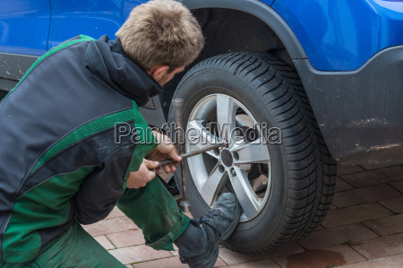 replacing summer tires against winter tires