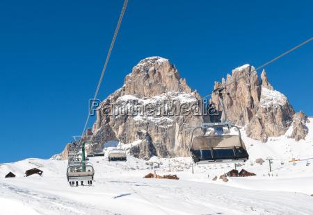 skigebiet in den dolomiten alpen