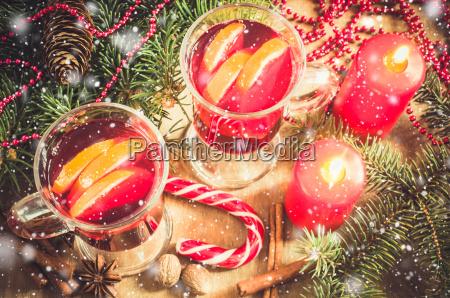 weihnachten gluehwein jahrgang getoenten und gezeichnet