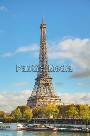 stadtansicht von paris mit dem eiffelturm
