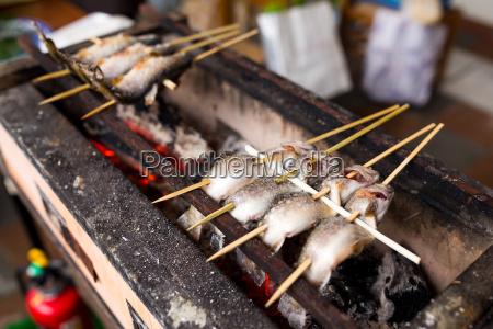 japanischer traditioneller gegrillter fisch