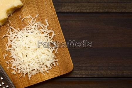 geriebene parmesan wie hartkaese