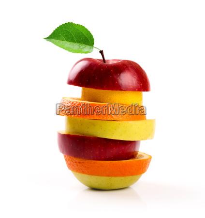 gemischte fruchtscheiben getrennt auf weiss