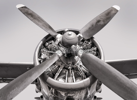 engine of an old aircraft