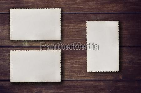 blank jahrgang fotos auf dem schreibtisch