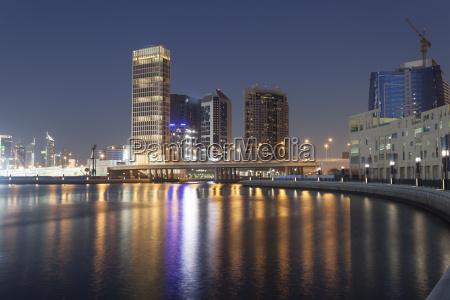 dubai business bay at night