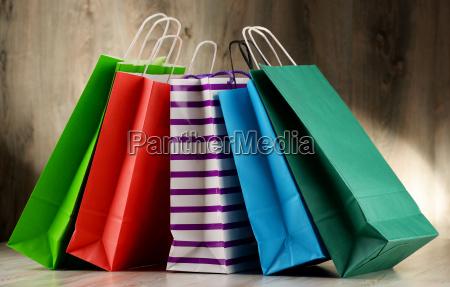 zusammensetzung mit bunten papier einkaufstueten