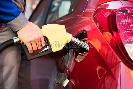 die hand person tanken car tank