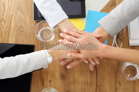 teamwork erfolg im geschaeft haende von