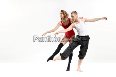 tanzen zwei maenner leidenschaftlich tanzen zwei