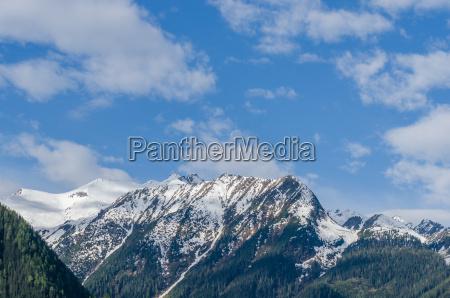 berge mit blauen himmel