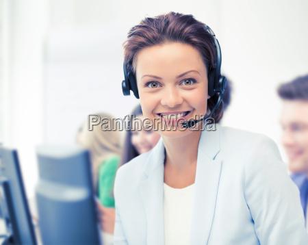 helpline betreiber mit kopfhoerern im call