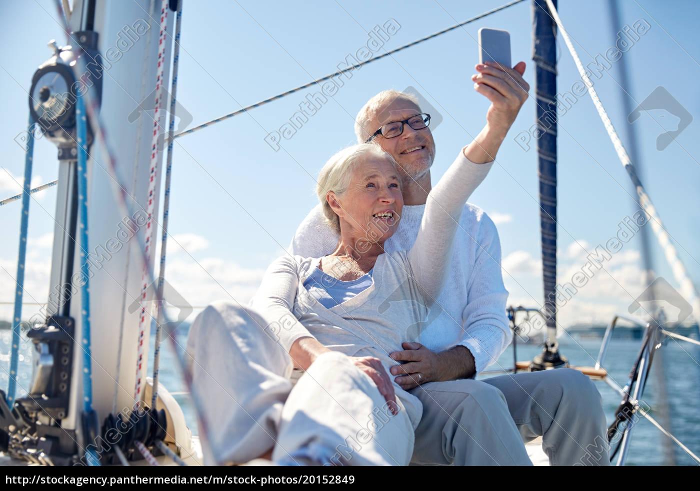 senioren, mit, smartphone, selfie, auf, der - 20152849