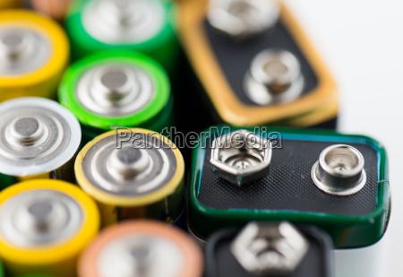nahaufnahme von alkali batterien