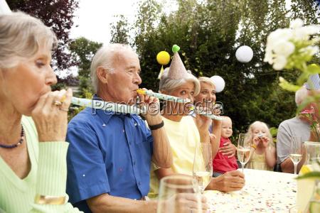 menschen leute personen mensch garten party