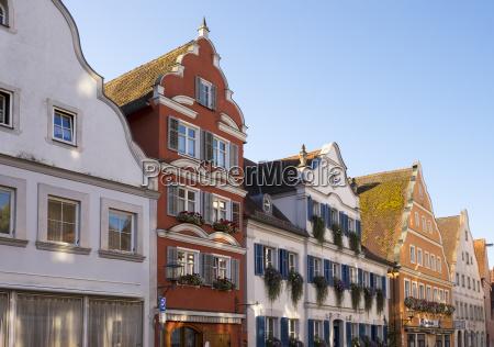 deutschland oettingen blick auf barocke haeuserreihe
