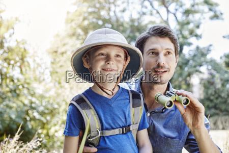 vater und sohn auf expedition