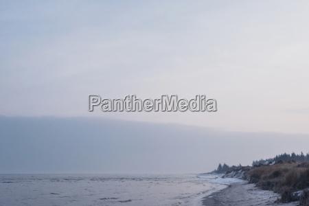 daenemark hals strand in der daemmerung