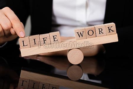 ein ungleichgewicht zwischen leben und arbeiten