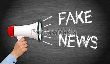 fake news megafon mit hand