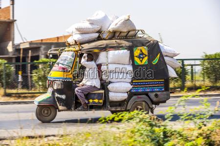 oeffentliche verkehrsmittel in indien crazy strasse