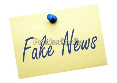 fake news notizzettel mit pin