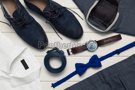 sammlung von modischer kleidung und accessoires