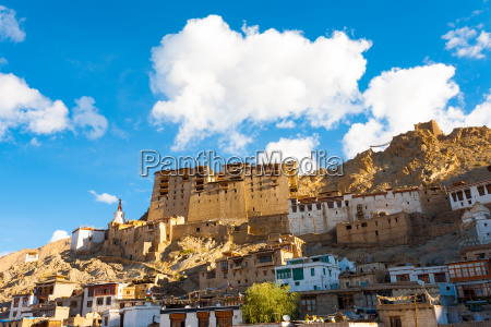 leh palace hill front view houses