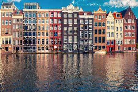 die tanz haeuser in amsterdam kanal
