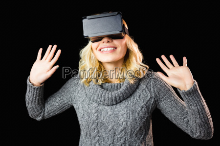 frau mit virtuellen reality headset