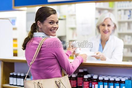 laecheln kunden und apotheker medizin in