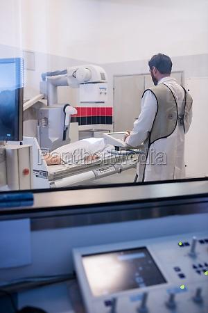 doctor using x ray machine to
