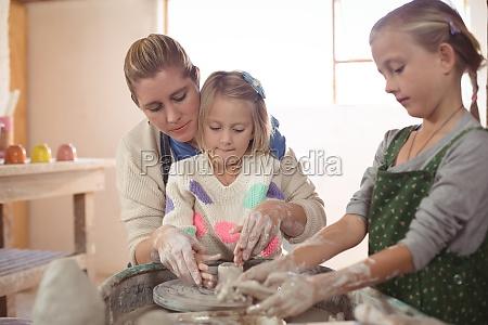 weibliche potter helfen maedchen