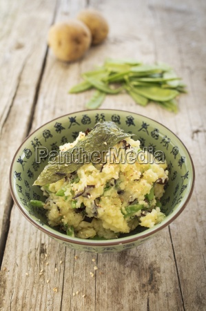vegan steamed potatoes with crisp algae