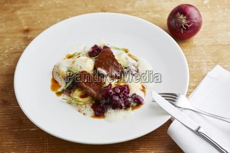 geschmorte rinderbacken mit sellerie ravioli und