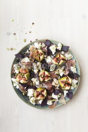 schinken und mozarella salat mit lila