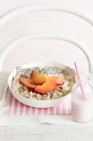 muesli mit pfirsichen und honig
