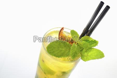 leidenschaft zitronensaft cocktail mit passionsfrucht und