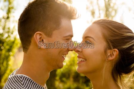parco coccolare flirtare contento felice entusiasta