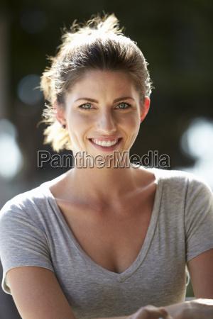 mujer risilla sonrisas retrato caucasico europeo