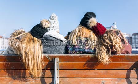 freundschaft freizeit winter spanien juengling outdoor