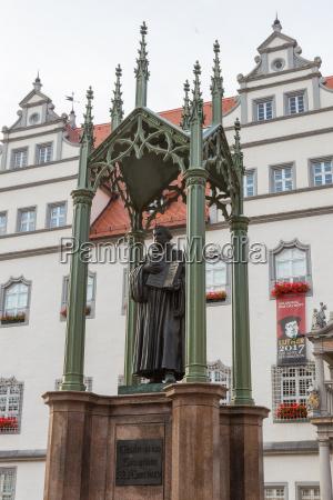 lutherdenkmal vor dem rathaus